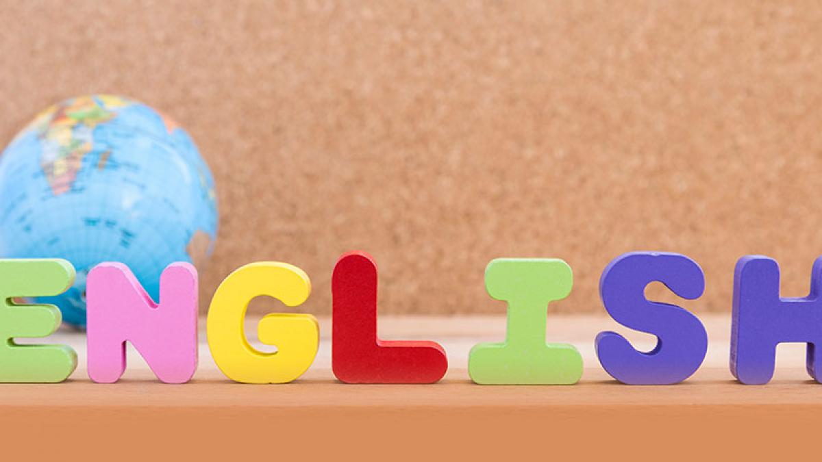 Aprender inglés y lograr comunicarnos en este idioma requiere un método más sencillo que aprender interminables listas de verbos y conjugaciones. KOE!