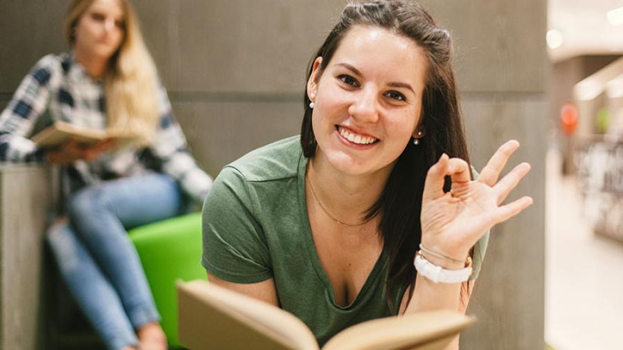 Destacan mujeres en el aprendizaje del Idioma Inglés